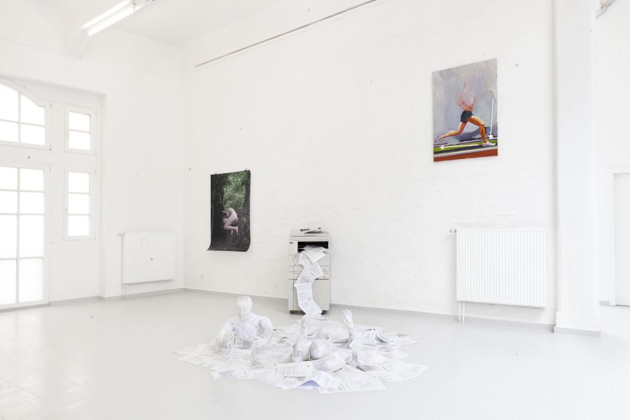 Bosse Bergfeld, How to run in proper form, Öl auf Leinwand, 120 x 80 cm, 2021, Ausstellungsansicht_1