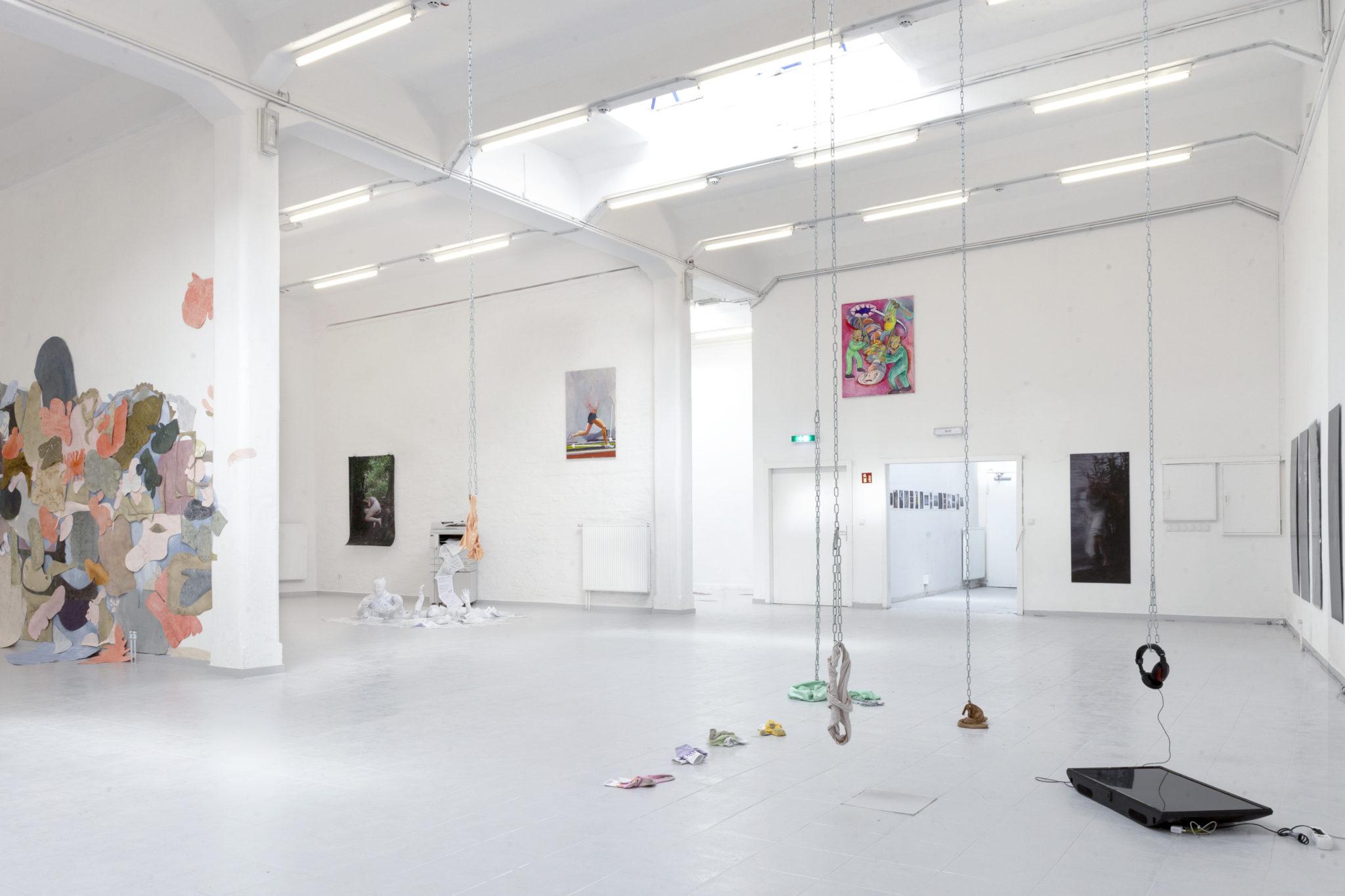 Bosse Bergfeld, How to run in proper form, Öl auf Leinwand, 120 x 80 cm, 2021, Ausstellungsansicht_2
